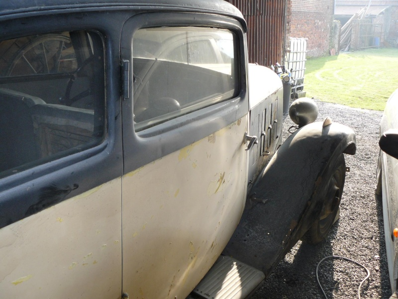 Cherche de l'aide pour Rosalie 10BL 1934: calandre, aile P1050114