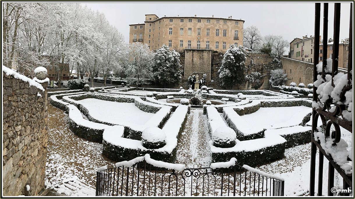 Il neige en Provence ! (avec quelques fleurs) 2018-097