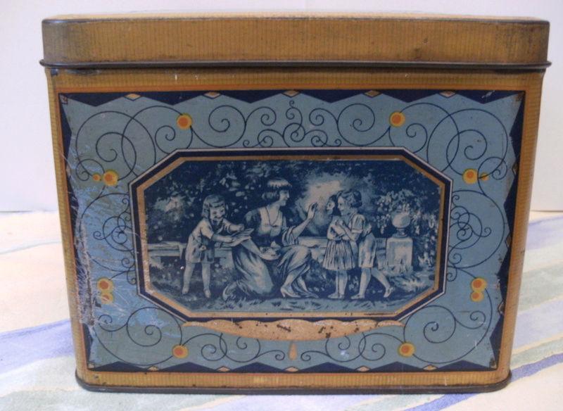 Souvenirs....souvenirs....boite à gateaux. Captu341