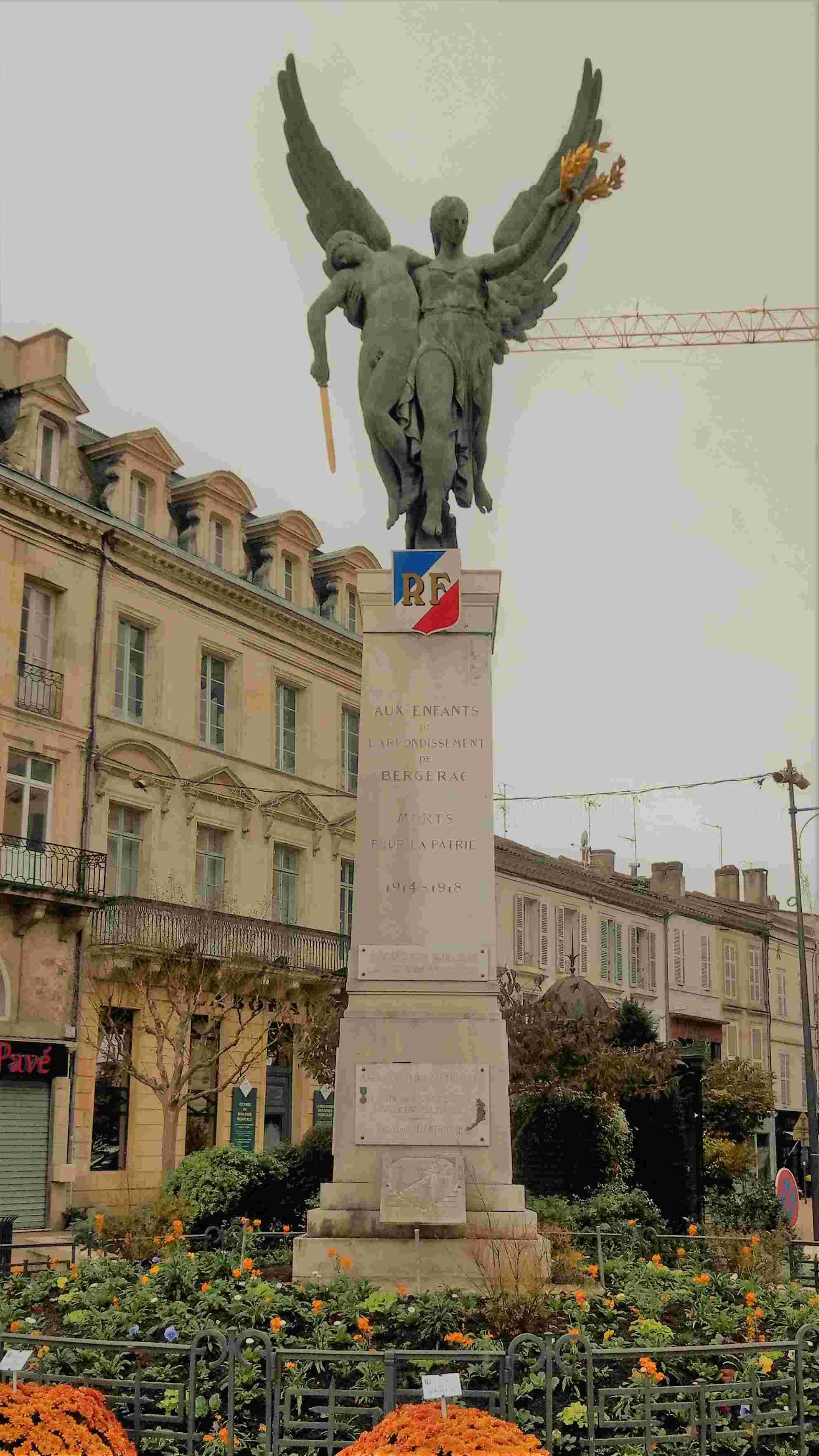 [ Histoires et histoire ] Monuments aux morts originaux Français Tome 2 - Page 3 Img_2010