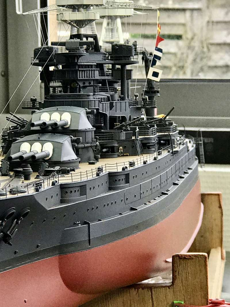 USS ARIZONA 1/200 TRUMPETER - Page 6 Fullsi25