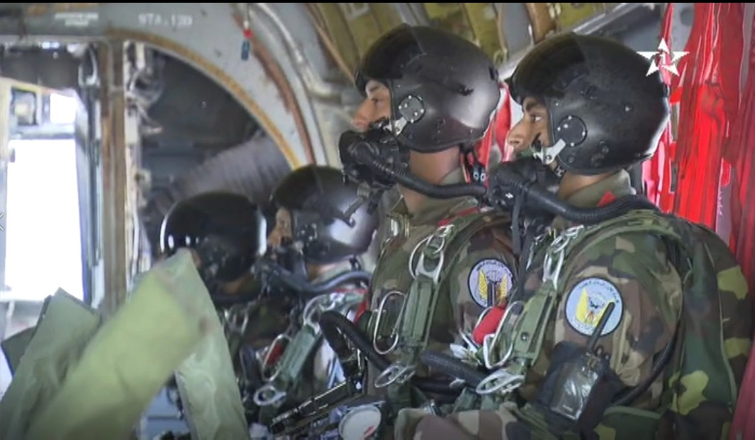 Parachutistes Militaires Marocains / Moroccan Paratroopers - Page 13 Sans_127