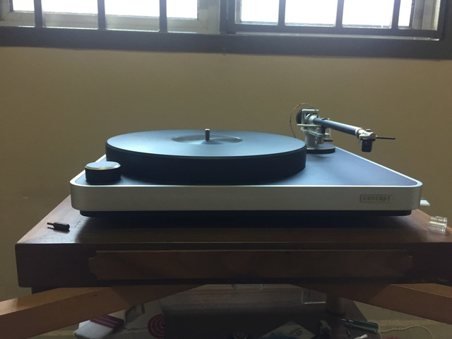 Clearaudio concept turntable 85772610