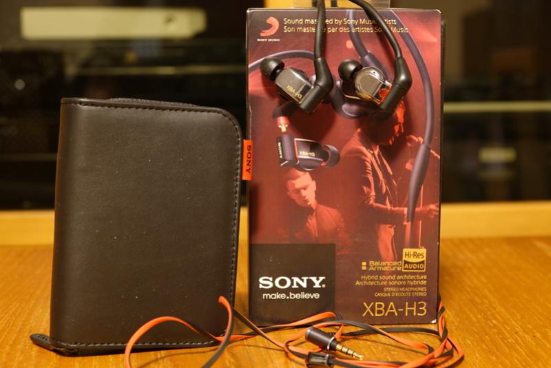 (RM) Sony XBA-H3 IEM auricolari tre vie triplo driver - VENDUTA Dsc01214