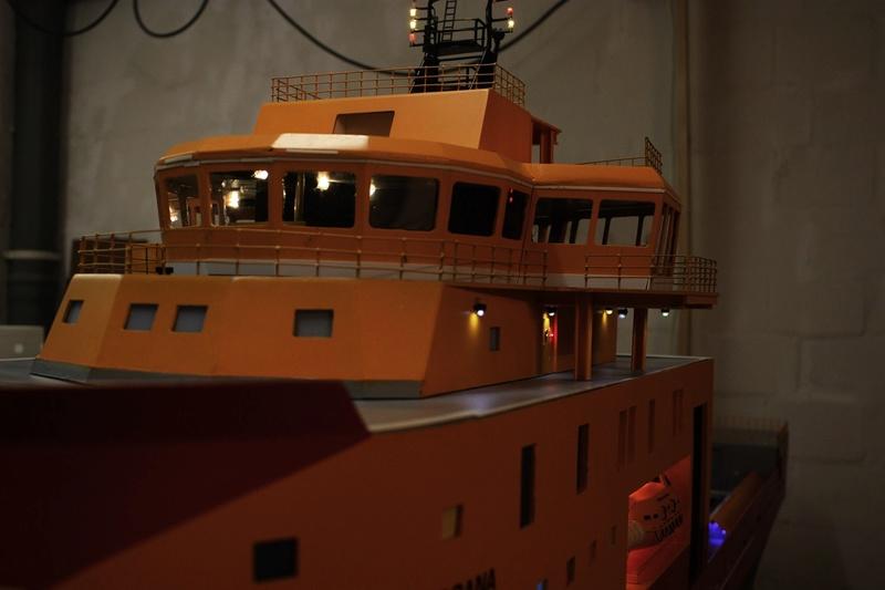 Bau eines X-Bow Schiffes in 1:50 Decka410