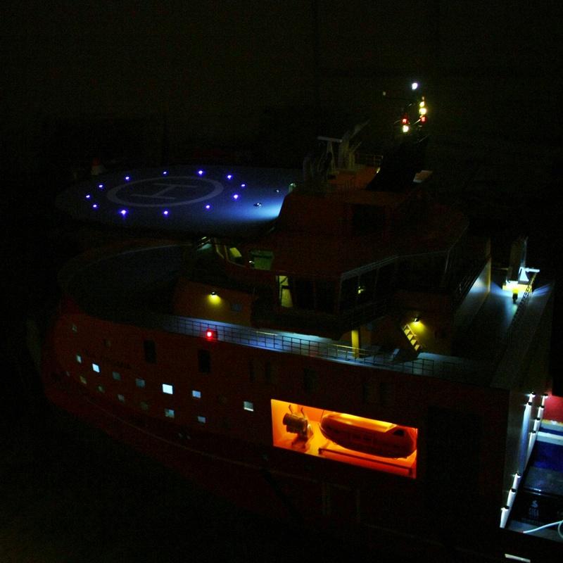 Bau eines X-Bow Schiffes in 1:50 Li111
