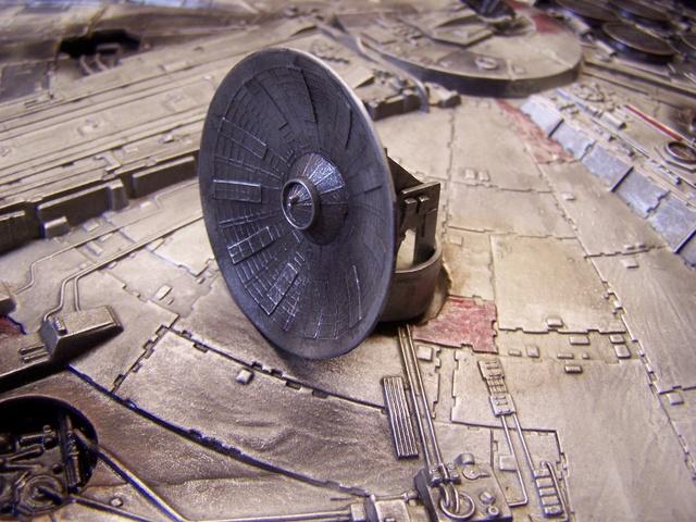 Meine Schrottmühle...Restauration eines Modells des Milenium Falcon vom AMT-Ertl 100_3626