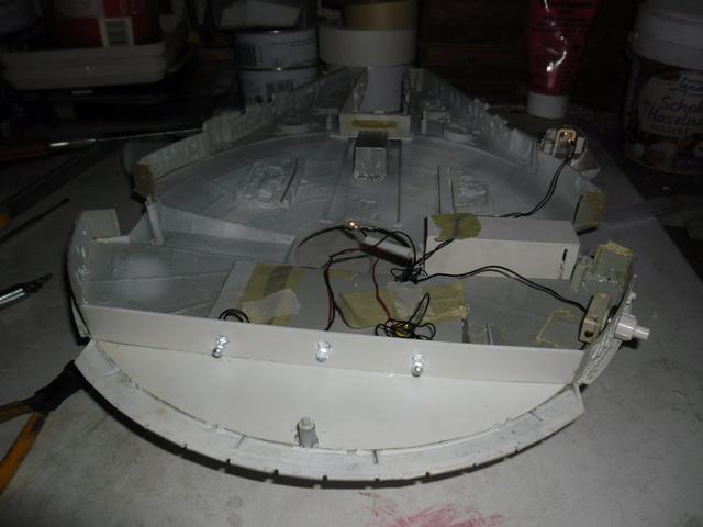 Meine Schrottmühle...Restauration eines Modells des Milenium Falcon vom AMT-Ertl 10b10