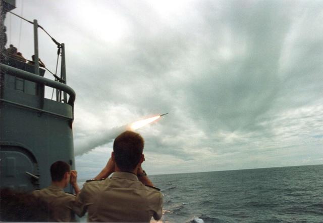 Zum Raketenschießen zu den Bahamas. Zerstörer Lütjens. Img33910