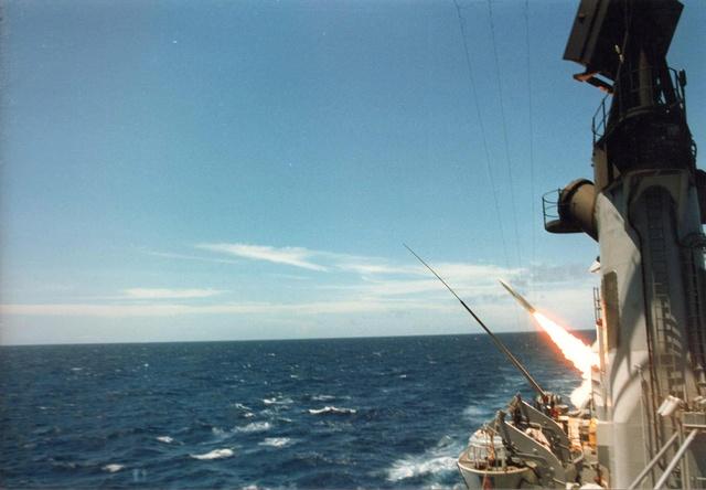 Zum Raketenschießen zu den Bahamas. Zerstörer Lütjens. Img36410