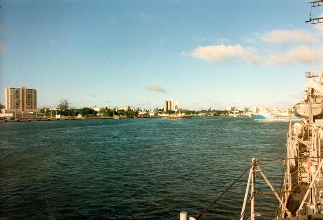 Zum Raketenschießen zu den Bahamas. Zerstörer Lütjens. Img38210
