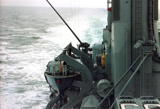 Zum Raketenschießen zu den Bahamas. Zerstörer Lütjens. Img38310
