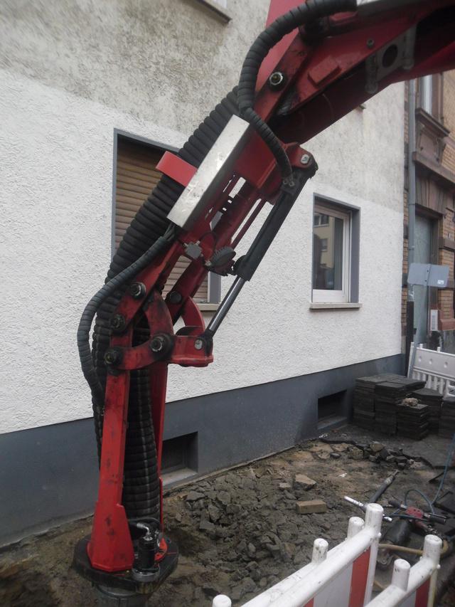 Saugbagger vor der Haustür. Sam_7118