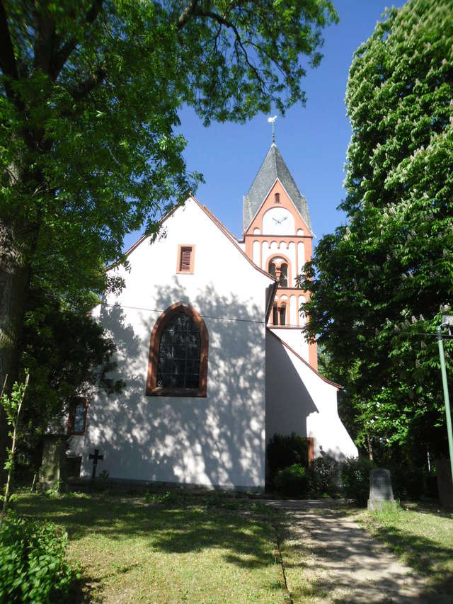 Die evangelische Bergkirche in Osthofen. Sam_8616