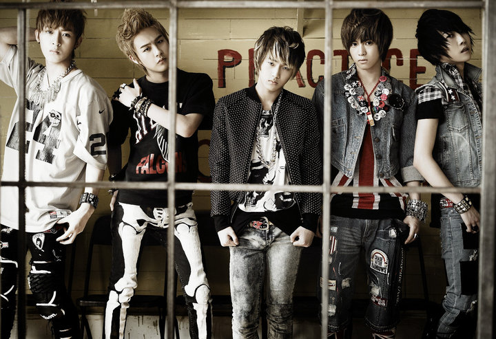 Post your favorite Kpop Artists' Pictures here!!~ ^_^ 28267_13