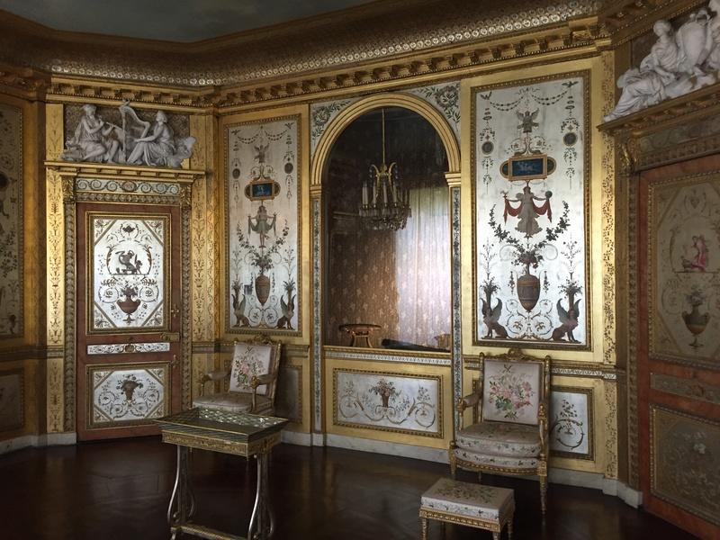 Le boudoir d'argent de Marie-Antoinette au château de Fontainebleau  212