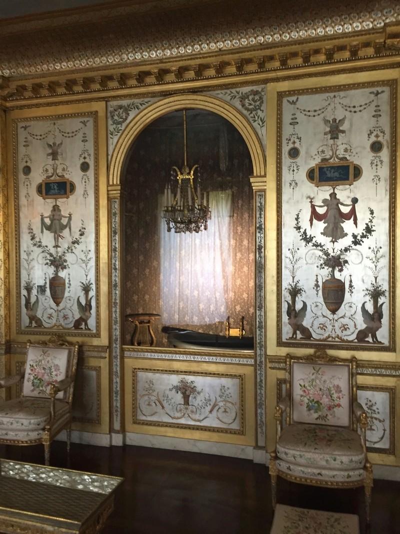 Le boudoir d'argent de Marie-Antoinette au château de Fontainebleau  311