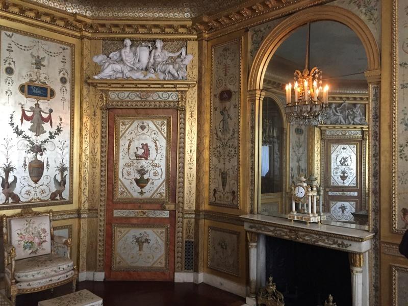 Le boudoir d'argent de Marie-Antoinette au château de Fontainebleau  411
