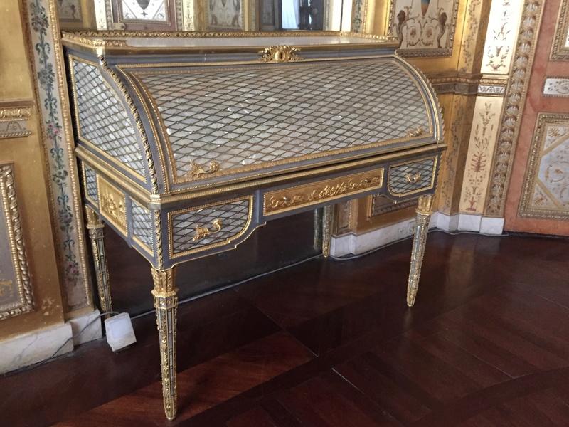 Le boudoir d'argent de Marie-Antoinette au château de Fontainebleau  712