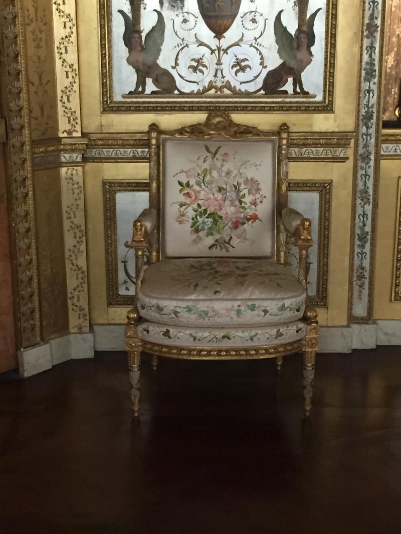 Le boudoir d'argent de Marie-Antoinette au château de Fontainebleau  812