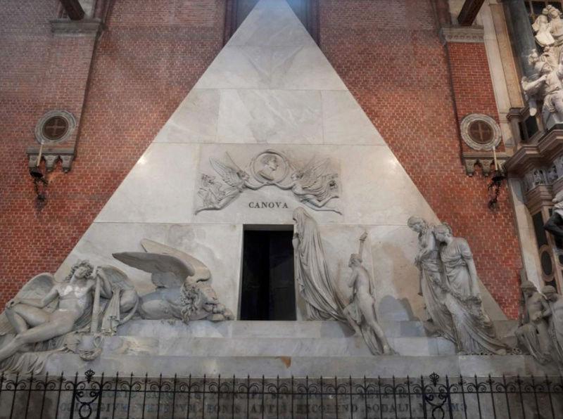 Le monument funéraire d'Antonio Canova (1757-1822) à la basilique des Frari (Venise) Captu114