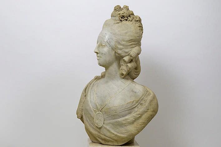 Bustes de Marie Antoinette par et d'après Félix Lecomte - Page 2 H4891-11