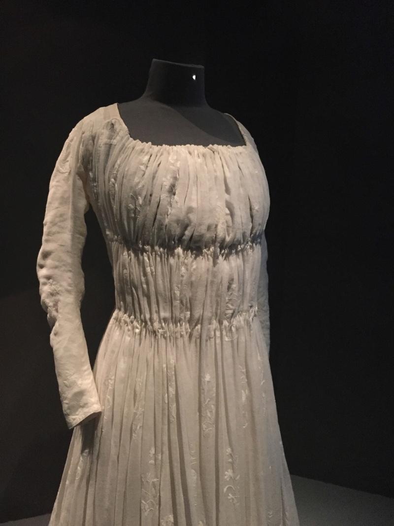 Robes du XVIIIe siècle - Page 2 Img_1821