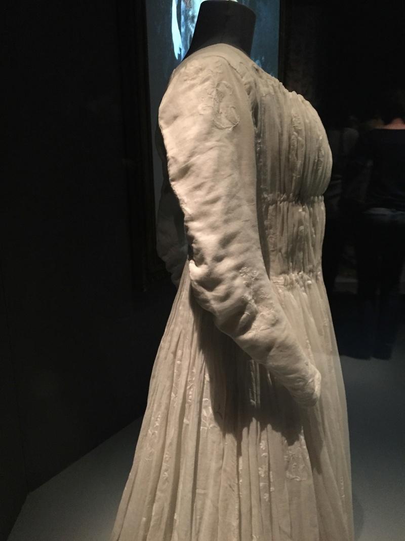Robes du XVIIIe siècle - Page 2 Img_1822