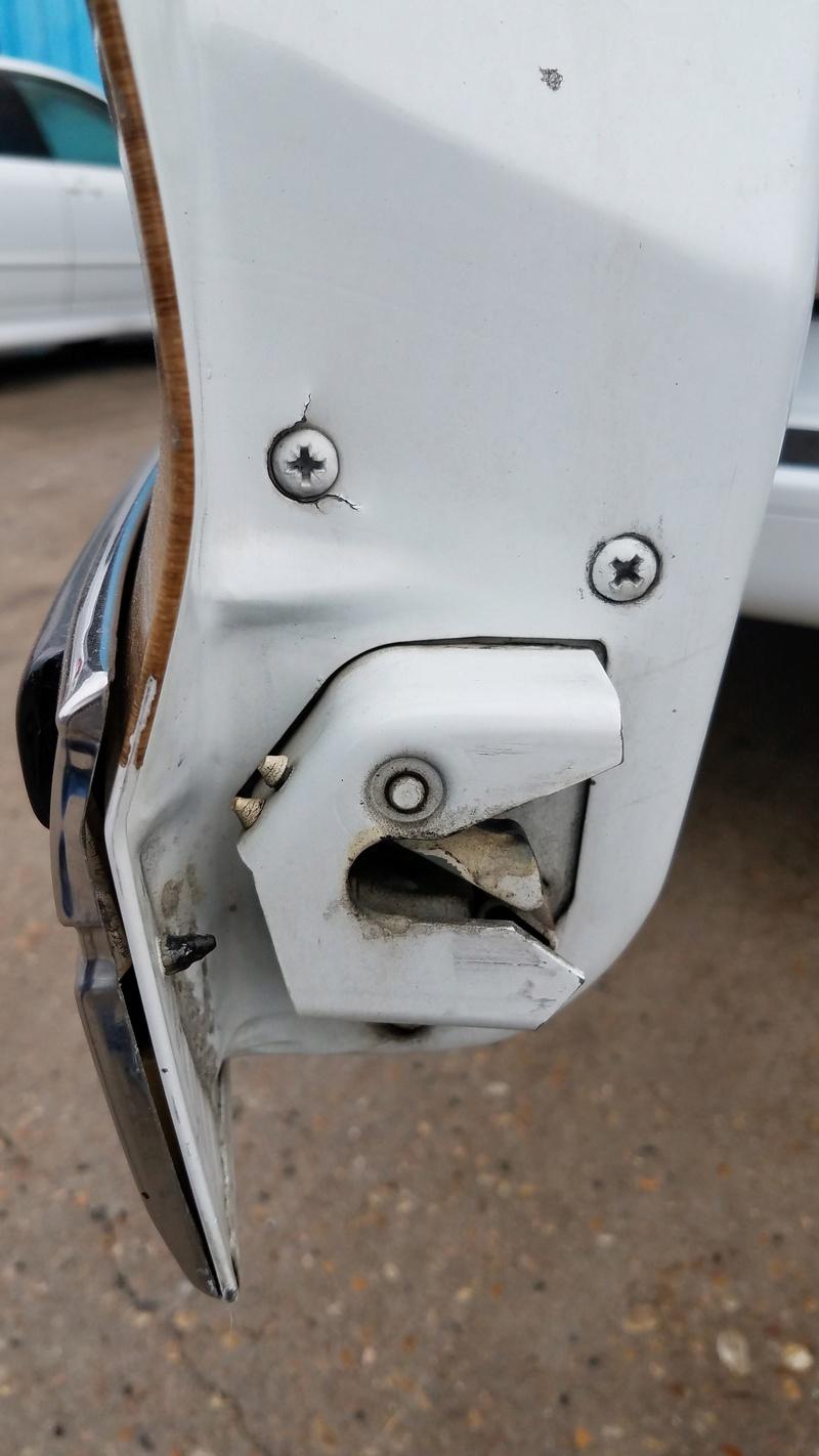 Tailgate Hinge/Latch mount tearing???  Little Help? 20171122
