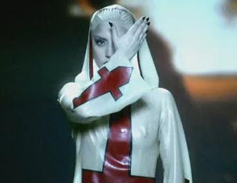 """Lady Gaga: el significado oculto de """"Alejandro"""" Leadal10"""