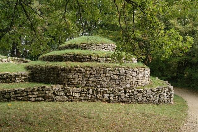 Nécropole tumulaire de Bougon (Deux-Sèvres)  Dsc08210