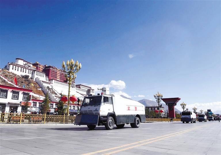 Le temple Jokhang , en proie aux flammes 18030610