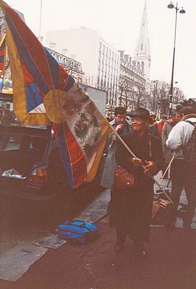 Vu: DVD Tibet le choix de la non violence Paris_10