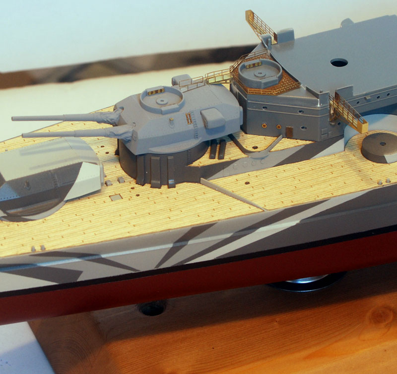 Tirpitz Tamiya 1/350 - Page 3 Sur_so12