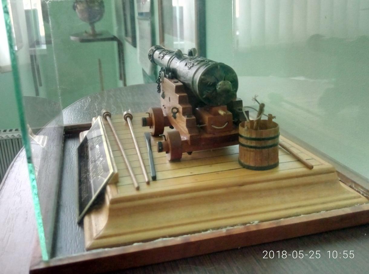 Le canon de bronze de 24 livres du Fleuron 1729, 1/24 (exposition de trois modèles) - Page 3 P8052525