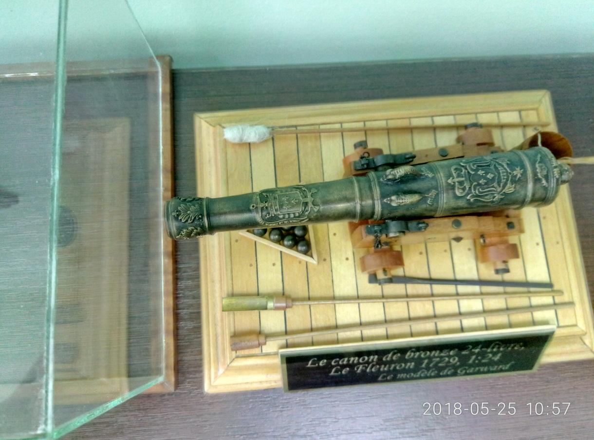Le canon de bronze de 24 livres du Fleuron 1729, 1/24 (exposition de trois modèles) - Page 3 P8052526