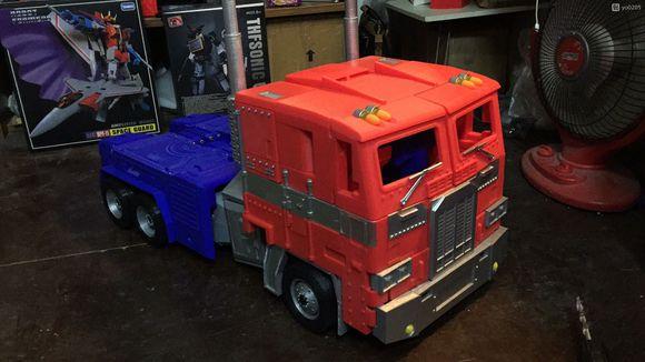 Un Optimus transformable et posable d'un mètre vingt 8a136310