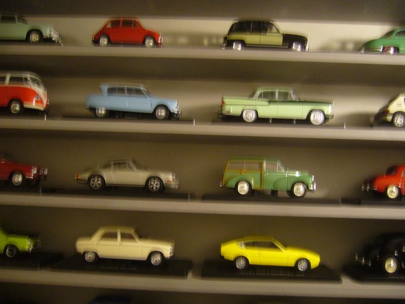 Etagère pour autos miniatures. P1270413