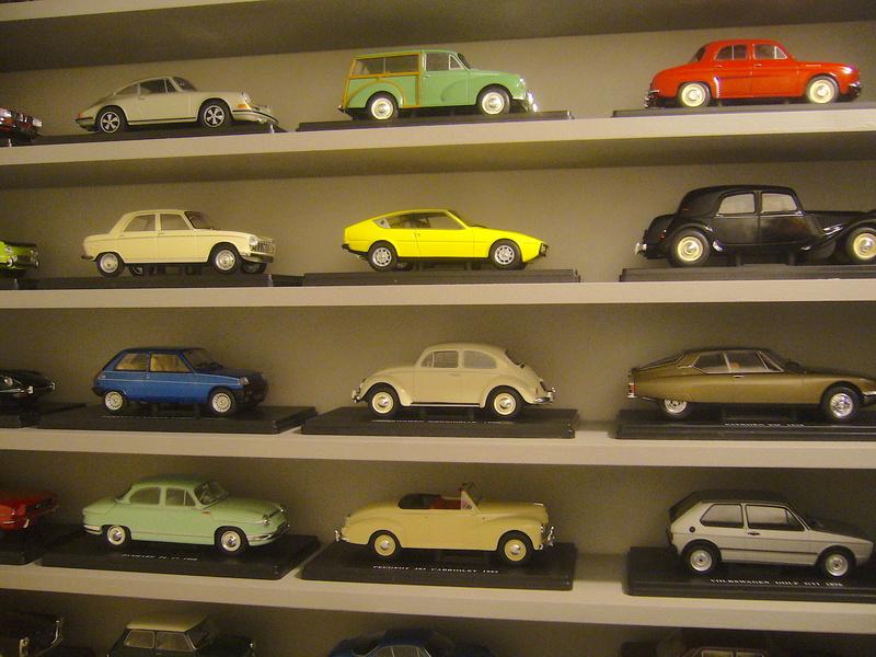 Etagère pour autos miniatures. P1270417
