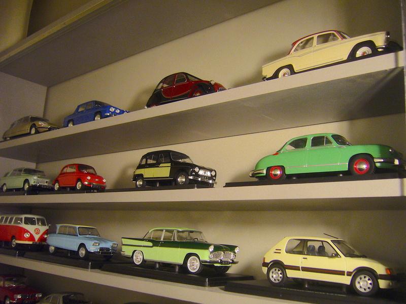 Etagère pour autos miniatures. P1270418
