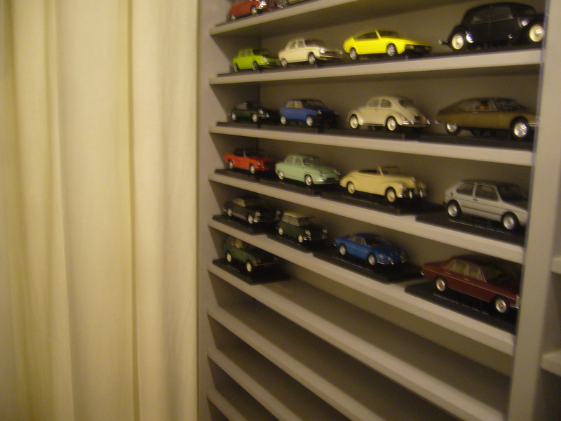 Etagère pour autos miniatures. P1270420