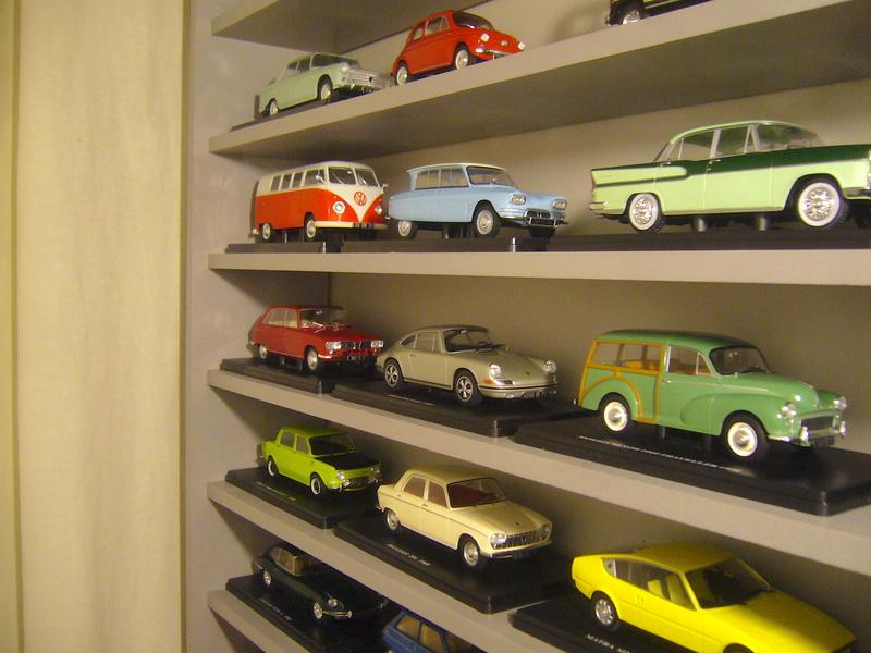 Etagère pour autos miniatures. P1270423
