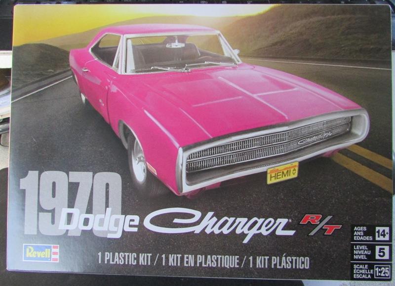 Un nouvel achat, j'ai été sage à Québec! Revell 1970 Dodge charger R/T  00113