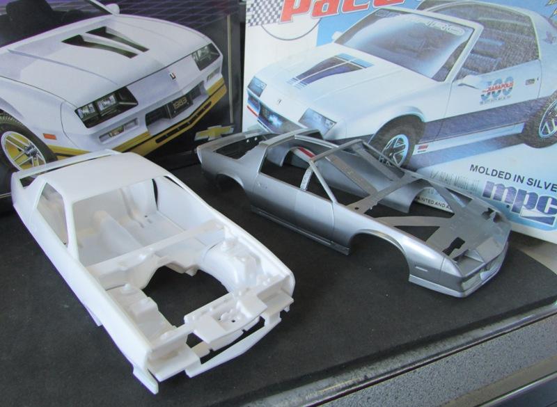AMT 1983 Camaro Z28 avec un match comparatif!  01013