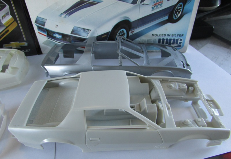 AMT 1983 Camaro Z28 avec un match comparatif!  01912