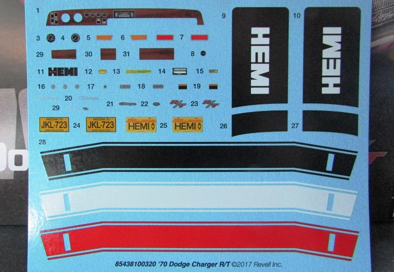 Un nouvel achat, j'ai été sage à Québec! Revell 1970 Dodge charger R/T  02310