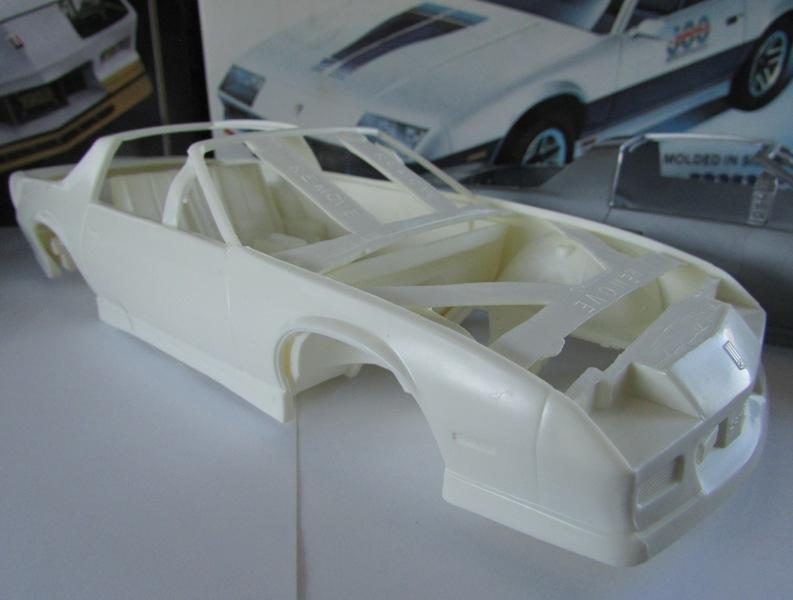 AMT 1983 Camaro Z28 avec un match comparatif!  02413