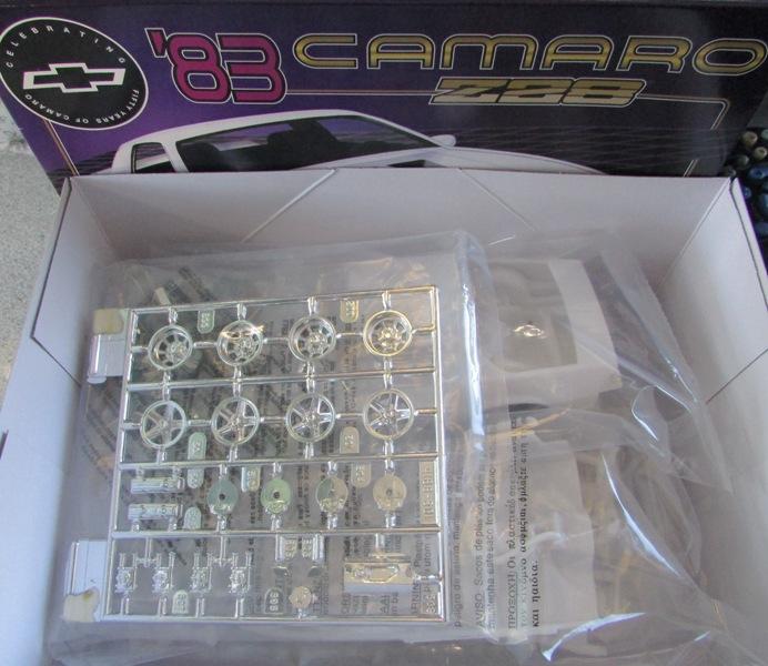 AMT 1983 Camaro Z28 avec un match comparatif!  02911