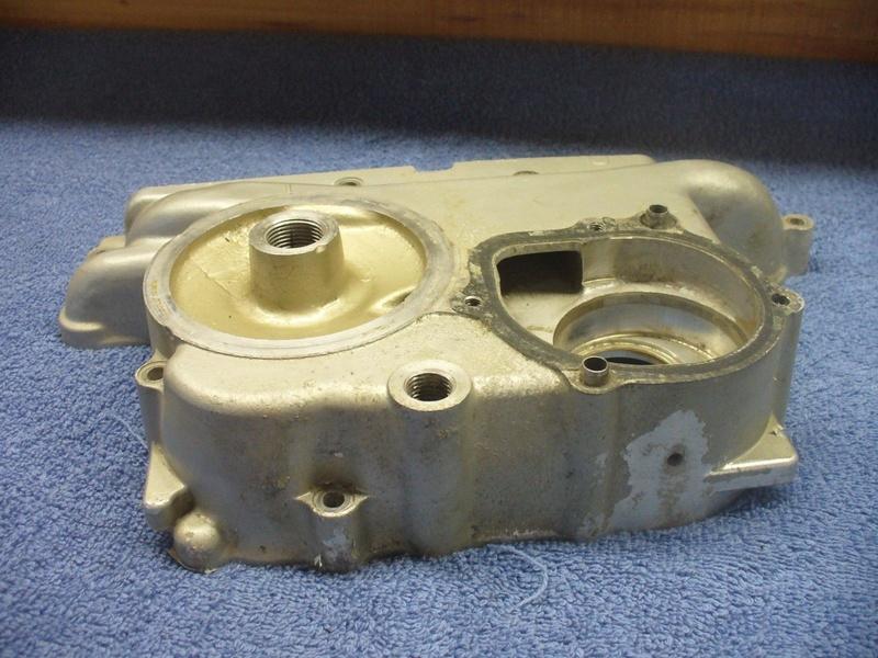 Le petit trou de la pompe à eau S-l16016