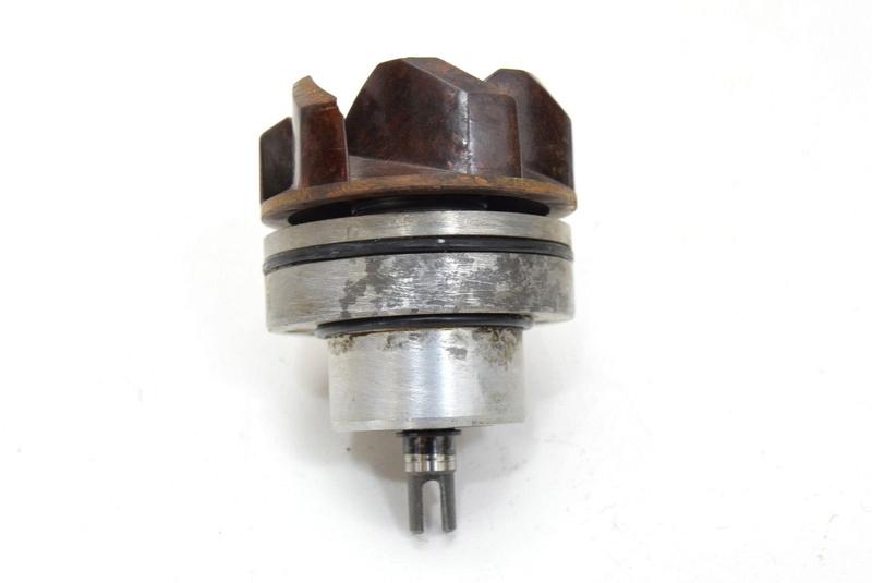 Le petit trou de la pompe à eau S-l16017